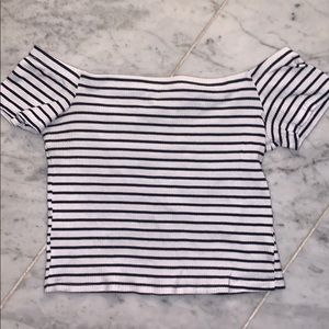 H&M stripped off the shoulder top